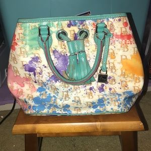 Dooney & Bourke purse - mint condition